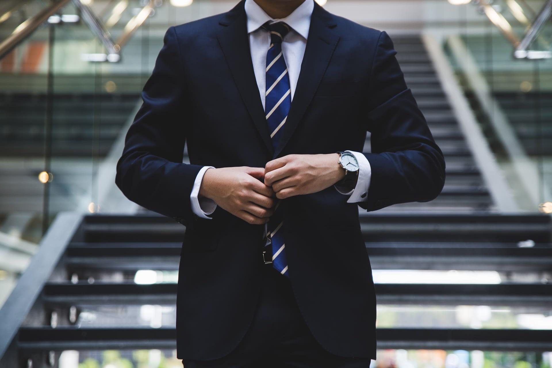 Lean Leader man in suit
